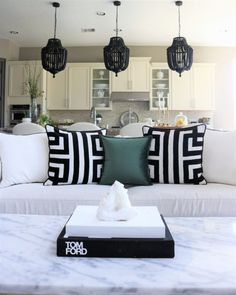 Minimalist Design – 5 Easy Steps to Minimalism - Melissa Roberts Interior Home Interior, Living Room Interior, Interior Design, Interior Colors, Interior Ideas, Interior Inspiration, Glam Living Room, Living Room Decor, Minimalist Home