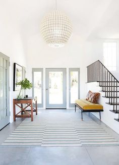 GORGEOUS Light & Bright Entry!