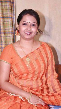 amazing beautiful saree in aunty Beautiful Women Over 40, Beautiful Girl In India, Most Beautiful Indian Actress, Beautiful Saree, Indian Natural Beauty, Indian Beauty Saree, Arabian Beauty Women, Indian Girl Bikini, Girl Number For Friendship
