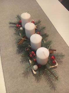 Moderní adventní jednoduchý věnec. Přírodní materiál. Rustic Christmas, Christmas Home, Christmas Crafts, Christmas Ornaments, Fall Crafts, Crafts To Make, Arts And Crafts, Advent Candles, Advent Wreath
