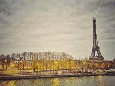 """It's not goodbye it's just see you later- thank you for being a beautiful inspiring and real-in-your-face city. I love you just as much as I did 9 years ago when I made my feet memorize your streets #abientôt  #paris #travel #férias2015 #eiffeltower #eiffy #parisjetaime #prayforparis  hoje não digo adeus mas sim um """"até logo"""" pra cidade mais linda que já conheci. Paris meu amor por vc hoje continua o mesmo de 9 anos atrás quando fiz meus pés decorarem suas ruas- obrigada por ser essa cidade…"""