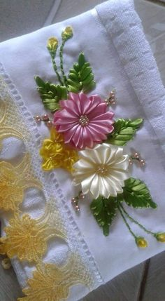 Diy Embroidery Flowers, Diy Embroidery Patterns, Ribbon Embroidery Tutorial, Embroidery On Clothes, Hand Embroidery Stitches, Silk Ribbon Embroidery, Ribbon Art, Ribbon Crafts, Flower Crafts