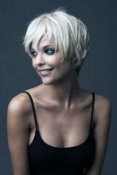 Pixie cuts are so versatile nowadays and long pixie cuts getting more and more popular. So here are the pics of 20 Longer Pixie Cuts We Love! Pixie cuts are. Modern Short Hairstyles, Popular Short Hairstyles, Short Pixie Haircuts, Cute Hairstyles For Short Hair, Short Hair Cuts For Women, Blonde Hairstyles, Shaggy Pixie, Pixie Bob, Messy Pixie