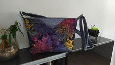 Sac Mambo en simili autruche gris et imprimé fleurs cousu par Soazig - Patron Sacôtin