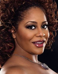 Kim Coles - Microbraids and loose curls