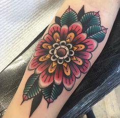 Beautiful geo zinnia flower tattoo by jacob cross. Traditional Tattoo Flowers, Traditional Style Tattoo, Neue Tattoos, Body Art Tattoos, Tatoos, Elbow Tattoos, Sleeve Tattoos, Oldschool Tattoos, Tattoo Symbole