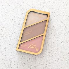 Really enjoying this highlight and bronzer for my pale pale skin, it's definitely a must-have for makeup lovers!