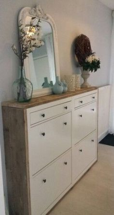 Good solution for shoes in a narrow hall. Ikea-Hack hall cabinet with scaffolding Ikea Shoe Cabinet, Entryway Shoe Storage, Entryway Decor, Shoe Dresser, Bedroom Storage, Foyer, Home Organization, Diy Furniture, New Homes