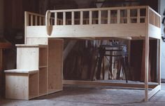 Hochbett | SCHÖNES ZUHAUSE Loft Beds For Teens, Adult Loft Bed, Bed Made Out Of Pallets, Bookcase Stairs, Queen Loft Beds, Loft Bed Plans, Tiny Studio Apartments, High Beds, Bedroom Layouts