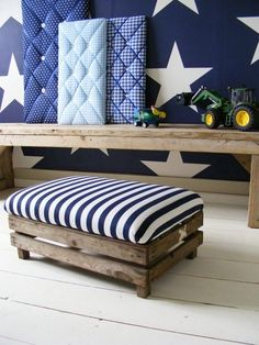Rustic wood with the navy for some casualness. Stars and stripes theme.
