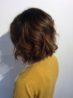 Balayage on short dark brown hair - for growing out Chesnut Brown Hair, Short Brown Hair, Girl Short Hair, Brown Lob, Brown Hair Bobs, My Hairstyle, Cool Hairstyles, Curly Hair Styles, Short Cuts