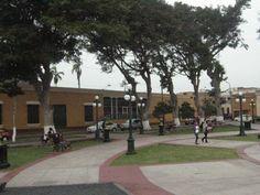 Un agradable ambiente se vive en la Plaza Bolívar ubicada en Pueblo Libre.