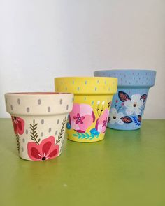 Painted Plant Pots, Painted Flower Pots, Cute Crafts, Diy And Crafts, Flower Pot Design, Decorated Flower Pots, Pottery Painting Designs, Pot Jardin, Garden Whimsy