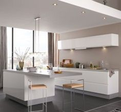Spotjes op het plafond zorgen ervoor dat jouw keuken op elk moment van de dag perfect belicht wordt.   Hornbach
