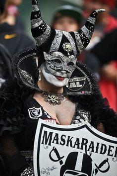 Oakland Raiders fan : NFL's craziest fans