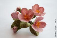 Цвет яблони - бледно-розовый,брошь цветок,цветок ручной работы,брошь из войлока