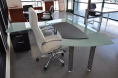 Chicago Proust B Modern Glass Desk
