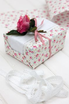 Jane Means stunning #Giftwrapping! See the full range of Jane Means products at Create & #Craft - http://www.createandcraft.tv/SearchGridView.aspx?fh_location=//CreateAndCraft/en_GB/$s=jane%20means&gs=jane%20means