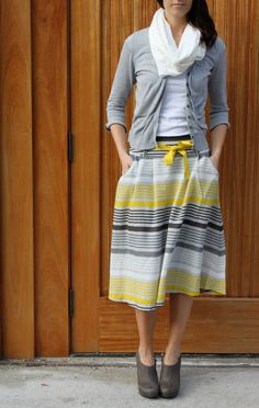 love this gray and yellow outfit