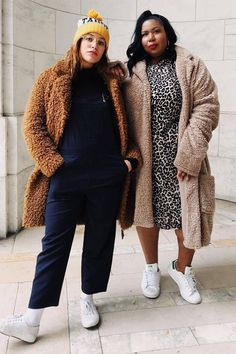 Doing some winter shopping on a budget? See which four items you'll get the most wear out of, with the outfit photos to prove it. Plus Size Winter Outfits, Chic Winter Outfits, Outfit Winter, Japan Winter Fashion, Autumn Winter Fashion, Winter Style, Curvy Street Style, Monday Outfit, Cold Weather Outfits