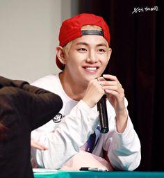 V ❤ BTS at the Incheon Fansign #BTS #방탄소년단
