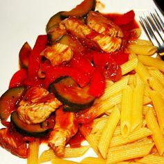 http://zwei-haben-hunger.de/?p=458 Pasta mit Pute und Gemüse. Schnell und lecker #foodporn