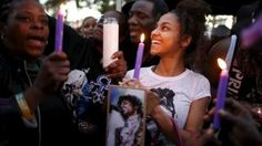Fans at a vigil for Prince in Los Angeles, California, on 21 April, (em)
