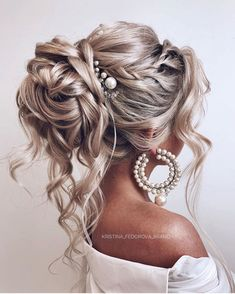 Wedding Hairs 73117 64 Chic updo hairstyles for wedding and any occasion - updo . Wedding Hairs 73117 64 Chic updo hairstyles for wedding and any occasion - updo hairstyle for date night , wedding updo , bridal updo hairstyle Medium Hair Styles, Curly Hair Styles, Hair Medium, Peinado Updo, Veil Hairstyles, Quick Hairstyles, Weave Hairstyles, Bridal Hairstyles, Wedding Hairstyles