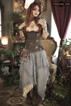 Lacy Steampunk Burlesque (steamgirl) - For costume tutorials, clothing guide, fashion inspiration photo gallery, calendar of Steampunk events,
