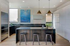 modern-kitchen-with-breakfast-bar-and-stone-backsplash-i_g-IStstu75vgq6kf0000000000-aBd12.jpg (892×597)