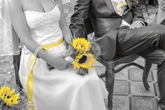 Sunflowers...watch the love grow ;) #skedenj.si #wedding #barn