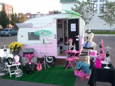 This is a mobile jewelry boutique called TinCan Couture located in Chicago, IL. We do parties, events & photo shoots.   TinCan Couture Mobile Boutique  http://www.tincancouture.com/