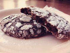 Receta Galletas de Chocolate Nevadas, crujientes por fuera y blandas por dentro con sabor a Brownie.