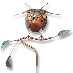 This wise owl has big knowing eyes and is perched on a tree branch. In natural copper highlighted with a turquoise patina on the leaves and the owl's head, this metal garden stake will look striking placed among the bushes in your garden. Copper Branch, Copper Metal, Garden Owl, Copper Highlights, Metal Garden Art, Clay Baby, Wise Owl, Garden Stakes, Red Roses