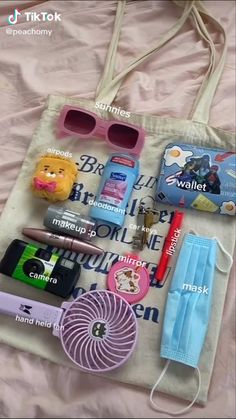 Summer Girls, Hot Girls, Inside My Bag, Blazer Outfits Casual, Purse Essentials, Summer Tote Bags, Pinterest Girls, What In My Bag, Deodorant