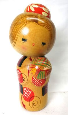 Japanese kokeshi doll by Hajime Miyashita Momiji Doll, Kokeshi Dolls, Japanese History, Japanese Culture, Asian Quilts, Kyoto, Kawaii Gifts, Origami, Wooden Dolls