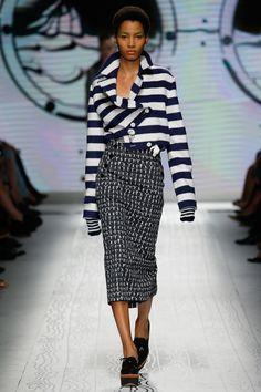 Max Mara Spring 2016 Ready-to-Wear Fashion Show f3d77c5274e