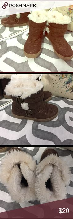 Toddler 9 fluffy soft boots Small amount of wear on bottom. But overall in like new condition. Velcro strap goes around boot. So cute! Shoes Boots