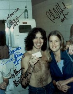 Marina and Bon picture taken in . Them Bon died . Years later see came backstage and the suriving guy's signed the photo. Bon Scott, Ac Dc, Malcolm Young, Elevator Music, Brian Johnson, Angus Young, Live Wire, Influential People, Young Family