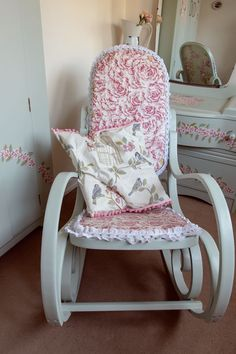 decoupage rocking chair step by step. Old Chairs, Cafe Chairs, Dining Room Chairs, Desk Chairs, Decoupage Chair, White Eames Chair, Student Chair, Adirondack Chairs For Sale, Stackable Chairs