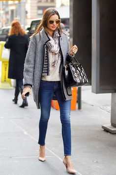 Miranda Kerr- Oversized Coat + cropped skinny Jeans + Point pumps