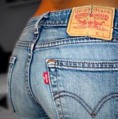 love simple Levi's on a girl, why don't more gals wear them?!?