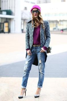60 ways to style blue jeans - pop of purple + fuchsia with ripped baggy denim jeans, and a geometric print fall coat