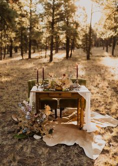 Outdoor Wedding Tables, Vintage Outdoor Weddings, Outdoor Table Settings, Wedding Table Settings, Picnic Table Wedding, Forest Wedding, Woodland Wedding, Woodland Forest, Fall Wedding