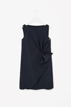 This sleeveless dress is made from panels of crisp technical cotton with a draped tie detail. Fitted across the chest, it has a wide round neckline, crossover hem and a metal zip fastening on the front. Casual Outfits, Fashion Outfits, Fashion 2014, Office Outfits, Shabby Look, Blouse Dress, Chic Dress, Dress To Impress, Autumn Fashion