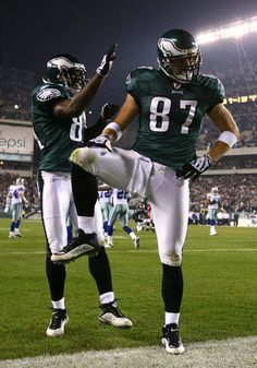 "Brent Celek strikes the ""Captain Morgan"" #Eagles"