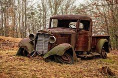 Old Pickup Trucks, Hot Rod Trucks, Abandoned Cars, Abandoned Places, Abandoned Vehicles, Rusty Cars, Car Drawings, Vintage Trucks, Barn Finds