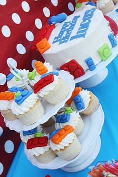 lego cupcakes @Caro Elliott check out her whole board ... lots of Lego party ideas!! http://pinterest.com/klschicago/party-party/