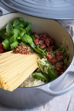 One Pot pasta med chorizo - Valdemarsro Fast Cooker, Real Food Recipes, Healthy Recipes, Food C, One Pot Dinners, Italian Pasta Recipes, Dinner On A Budget, One Pot Pasta, Everyday Food