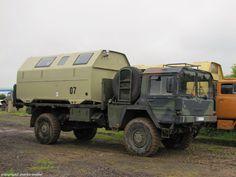Ehemaliger Bundeswehr-Pritschen-Lkw MAN 5to mil gl 4x4 Kategorie I mit verladenem Leicht Absetzbaren Koffer (LAK II). Aufgenommen beim Tag der offenen Tür des OFFROAD-TEAM Landsberg bei Halle(S.), 29.Mai 2014.